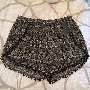 Patterned short shorts